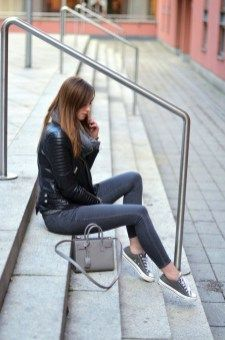 Beautiful Winter Outfits Ideas With Black Leather Jacket 01