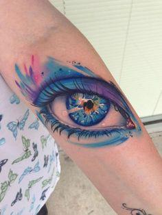 """Mike Schultz gosta tanto de olhos realistas tatuados que criou uma série exclusiva para esses seus desenhos. Confira seu estilo em """"Look at me""""!"""