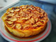 Darált húsos raguval töltött burgonya torta Apple Pie, Desserts, Recipes, Food, Apple Cobbler, Tailgate Desserts, Deserts, Rezepte, Essen