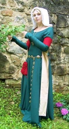 Czech middle-class woman     is dressed in tight woolen cotehardie loosely based on Herjolfsnes No.38. Woman wears red woolen tipets, white linen kruseler (headdress), belt and red woolen purse. The end of 14th century.