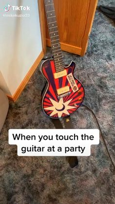 Guitar Chords For Songs, Guitar Chord Chart, Ukulele, Guitar Riffs, Acoustic Guitar, Gitarrenakkorde Songs, Master Music, Guitar Boy, Funny Text Memes