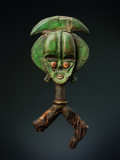 Kota: Digital Excavations in African Art - Reliquary guardian figure (19th century), Obamba, Gabon (courtesy Felix Collection, photo by Paul Louis)