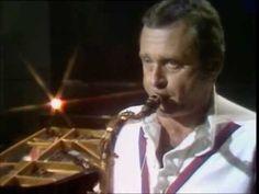 ▶ THE JAZZ GREATS STAN GETZ Desafinado 1976 - YouTube