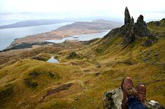 The Old Man of Storr : Quand le Mordor s'invite en Écosse - Valiz Storiz Scotland Road Trip, Scotland Travel, Ireland Travel, Trekking, Europa Tour, Freedom Travel, Uk Destinations, Voyage Europe, Destination Voyage