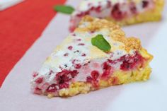 Haniela's: Berrylicious and Red Currants Meringue Cake
