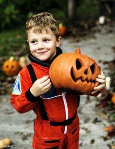 Little boy dressed up for Halloween Image Halloween, Halloween Dress, Halloween 2018, Halloween Costumes, Halloween Season, Cute Little Boys, Mode Shop, Halloween Pumpkins, Trick Or Treat