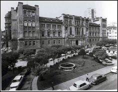Plaza de Galicia (palacio de justicia) by Xosé Castro, via Flickr