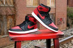 Jordan 1 bred Jordan Retro 1, Sneakers For Sale, Sneakers Nike, Baskets, Shoes 2015, Lit Shoes, Basket Ball, Nike Lebron, Shoes Outlet