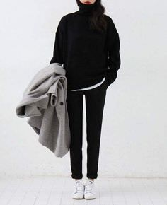 Minimal Fashion Style Tips. Minimal fashion Outfits for Women and Simple Fashion Style Inspiration. Minimalist style is probably basics when comes to style. Fashion Mode, Look Fashion, Korean Fashion, Winter Fashion, Trendy Fashion, Ulzzang Fashion, Trendy Style, Fashion 2016, Curvy Style
