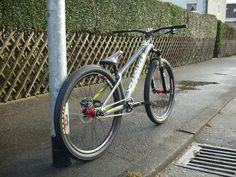 Bike Downhill, Mtb Bike, Bmx Bikes, Cool Bikes, Moutain Bike, Mountain Biking, Vtt Dirt, Dirt Jumper, Bike Brands