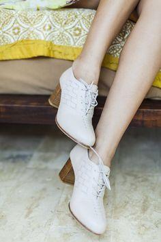 Palmarosa. Handmade leather oxford heels with chunky wooden heel – ELF