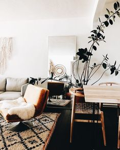 Minimalist living room is enormously important for your home. Because in the living room all the deeds will starts in your pretty home. findthe elegance and crisp straight Minimalist Living Room Setup. Minimalist House Design, Minimalist Room, Minimalist Home Decor, Modern Minimalist, Minimalist Interior, Cozy Living Rooms, My Living Room, Living Room Decor, Decor Room