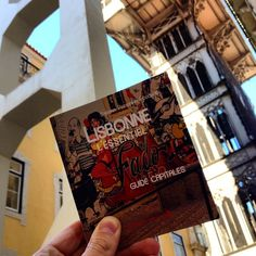 Toujours dans les bacs : Lisbonne l'essentiel (2014/2015)  For those who read French, my travel book is available for purchase in France & in Lisbon!! #Lisboa #travelgram #latergram #nofilter #instatravel #instalove #travel #Lisbon #explore #wanderlust #travelblog #travelphoto #igtravel #instago #traveling #vscocam #vsco #travelphoto #instacool #portugal #lisboa_lovers #lisboalive #traveler #instatraveling #visitportugal