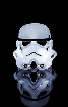 Lámpara Stormtrooper, 16cm. Star Wars Preciosa lámpara con la forma del casco del personaje Stormtrooper, de la saga Star wars.