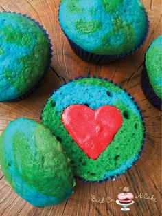 Clever - Earth Day Cupcakes...I do wonder however, what colour will your tongue turn when you eat this???