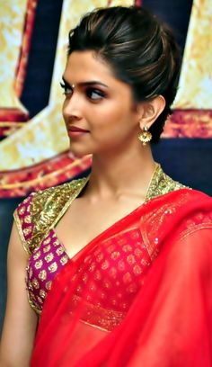 plain saree and embellished blouse - Deepika Padukone Brocade Blouse Designs, Brocade Blouses, Saree Blouse Designs, Brocade Saree, Blouse Patterns, Sari Silk, Bollywood Fashion, Bollywood Actress, Actress Anushka