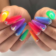 23 Pretty Ways to Wear Rainbow Nails This Summer,Glam Rainbow Nails with Crystals,One of the hottest nail trends to try is rainbow nails. For this look, the nails can feature any design but the art will be created with bright rainbo. Bright Nails, Neon Nails, My Nails, Gradient Nails, Rhinestone Nails, Bling Nails, Glam Nails, Nagel Bling, Nagellack Trends