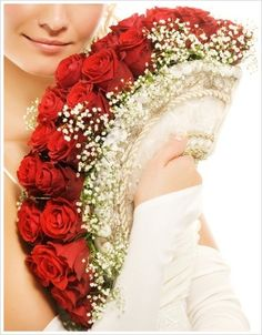 ♥ Fan of red roses. This is lovely. Would fabulous with an ethnic or white wedding gown. tip. culturalweddings.com