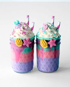 Milkshake Pudding - Add a little mermaid magic to any special occasion with these deliciously thick and creamy puddings. Candy Drinks, Dessert Drinks, Yummy Drinks, Cute Desserts, Delicious Desserts, Yummy Food, Tasty, Unicorn Milkshake, Kreative Desserts