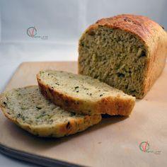 Pan de calabacín y limón a la albahaca.