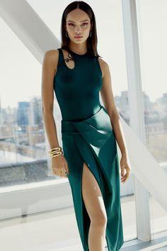 Cushnie et Ochs Pre-Fall 2018 Lookbook, Runway, Womenswear Collections at TheImpression.com - Fashion news, street style, models, accessories