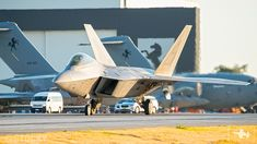 Airforce Raptors from the Fighter Squadron partake in Talisman Sabre Jaryd Stock reports. Fighter Pilot, Fighter Aircraft, Fighter Jets, Navy Training, F22 Raptor, Air Show, Military Aircraft, Air Force, Australia