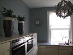 Muren geverfd met Sigmapearl Clean Matt in de Dimago NT kleur Pointer. Het rolgordijn is van Dimago raamdecoratie. Alle bovengenoemde artikelen zijn verkrijgbaar bij Deco Home Bos in Boxmeer. www.decohomebos.nl