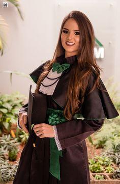 Graduation Photoshoot, Veterinary Medicine, Graduation Pictures, Foto Pose, Prom, Womens Fashion, Hair, Ideas, College Graduation Pictures