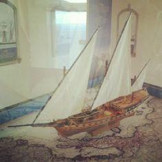 Decoración de un barco antiguo, muy chulo.  Ancient ship made by hand and wood, cool.