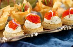 Recept snittar och tilltugg till nyår   Allas Recept Party Food And Drinks, Dessert Drinks, Dessert Recipes, Desserts, Cooking Recipes, Healthy Recipes, Tapas, I Party, Cheesecake