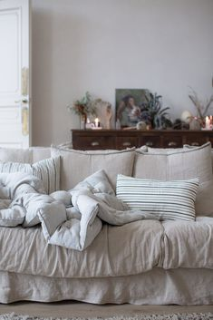 Mindful moments that make the ordinary feel extraordinary Home Interior Design, Interior Decorating, Cosy Interior, Interior Colors, Design Lounge, Modern Vintage Decor, Vintage Industrial, 1950s Decor, Couches For Sale