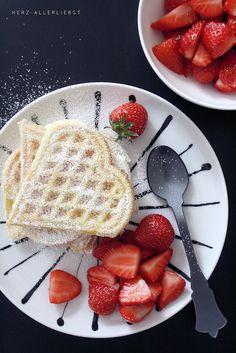 Via Herz Allerliebst | Waffles and Strawberries