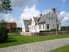 Woning Wortegem New England Style Homes, Brick And Stone, Country Style, Interior And Exterior, Architecture Design, Beach House, Sweet Home, Mansions, Villa