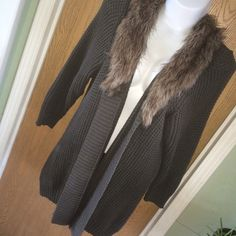 Olive green open sweater with faux fur collar Chunky olive green open sweater with faux fur collar. There is some wear under the arm but otherwise it's in great shape, the fur is in great shape as well. Size XXL but it could fit a 3x (it fits me) Old Navy Sweaters Cardigans