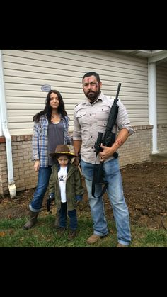 Halloween costume for family, the Grimes family. The Walking Dead, Rick, Lori, & Carl.