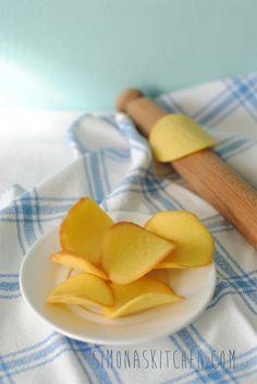 Cialde al limone - Lemon Wafers - Gaufrettes au Citron Crackers, Cookie Recipes, Buffet, Lemon, Favorite Recipes, Sweets, Cookies, Baking, Fruit