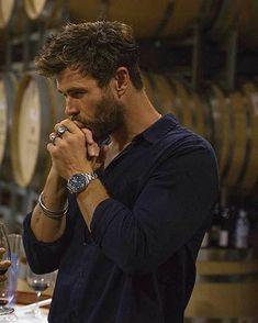 He is so beautiful Chris hemsworth - Handsome Man Club Liam Hemsworth, Hemsworth Brothers, Marvel Actors, Celebrity Dads, Celebrity Style, Chris Evans, Gorgeous Men, Sexy Men, Hot Men