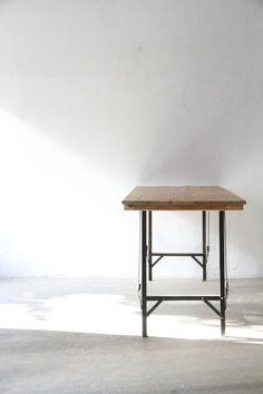 Folding Table | Unplugged