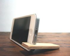 iPhone 7 PLUS / 6SE / 6S PLUS stand. maple by yournestinspired