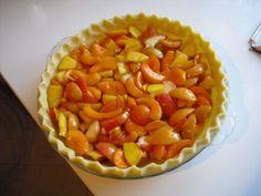 """Questa crostata di albicocche è una ricetta americana, il nome è """"apricot pie"""", è deliziosa servita con del gelato alla vaniglia o semplice panna montata!"""