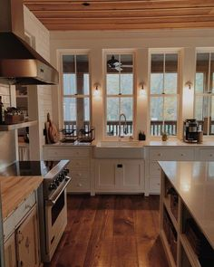 23 Charming Cottage Kitchen Design and Decorating Ideas that Will Bring Coziness to Your Home - The Trending House Cozy Kitchen, New Kitchen, Kitchen Sink, Kitchen Rustic, Kitchen Ideas, Kitchen Decor, Kitchen Cabinets, Kitchen Small, Kitchen Modern
