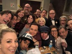 Kaley Cuoco shared a sweet photograph of The Big Bang Theory cast with guest star Mark Hamill as they finished filming the series of the hit show. Big Bang Theory Funny, The Big Theory, Tbbt, John Ross Bowie, Wedding Tv Shows, Godzilla, Mayim Bialik, Jim Parsons, Amy