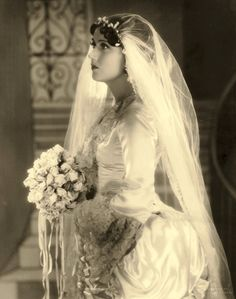 Fay Wray - What a well constructed gown & a soft whispery veil