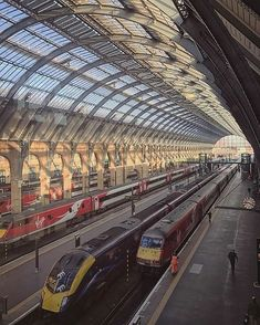 "405 Me gusta, 2 comentarios - LONDON - WUNDROUS LONDON (@wundrouslondon) en Instagram: ""Wonderful light in King's Cross Station. By @theboygeniuz. ------- Great offer for our followers:…"""