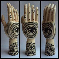 Mini Wooden Hand All seeing eye / Mandala 'tattoo door Inkspirednl