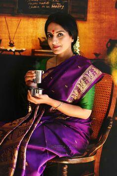 Beautiful Banarasi, i want to buy this for my mom someday Indian Silk Sarees, Pure Silk Sarees, Beautiful Saree, Beautiful Outfits, Indian Dresses, Indian Outfits, Silk Saree Kanchipuram, Banarasi Sarees, Purple Saree