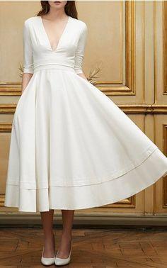 Divino este vestido para novia civil que nos rememora décadas atrás. ...