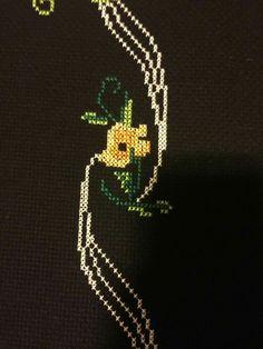 Cross Stitch Borders, Cross Stitch Designs, Cross Stitching, Cross Stitch Embroidery, Brooch, Jewelry, Bath Linens, Embroidery Stitches, Punto De Cruz