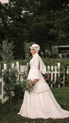 Top 25 Hijab Wedding Dress Models You Can See in 2020 Tesettür Gelinlik Modelleri 2020 Wedding Hijab Styles, Muslim Brides, Pakistani Wedding Dresses, Muslim Couples, Bridal Gowns, Indian Fashion Dresses, Abaya Fashion, Muslimah Wedding, Bridal Collection