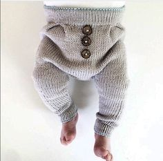 Excellent Pic knitting for kids pants Suggestions Stricken Kinderhosen-Modelle Baby Outfits, Kids Outfits, Knitted Baby Clothes, Baby Kids Clothes, Knitting For Kids, Baby Knitting Patterns, Baby Boy Fashion, Kids Fashion, Pull Bebe